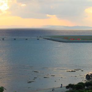 那覇空港を望む(99)。
