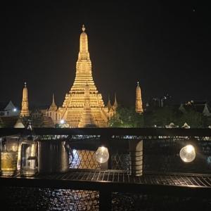 ワットアルンのライトアップがきれいに見えるリバーサイドレストラン 「Long Tian bkk」
