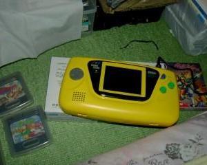 1989年任天堂「携帯ゲーム機だしまぁす!(モノクロ)」セガ「プッww」