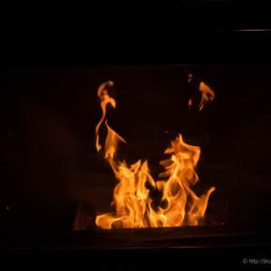 炎を眺めること