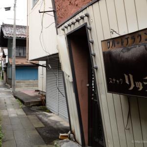 江刺の町〜路地が横断して伸びてゆく