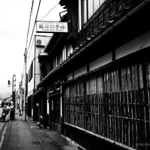 鶴岡ホテル周辺での孤独な撮影