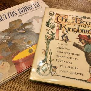 クローゼット整理。古い海外の絵本。英語・何語?