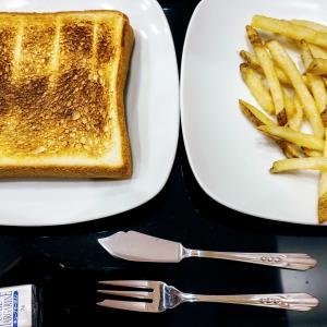 食パンとフライドポテト