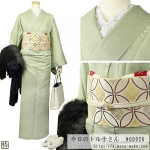 華やかで大好き♪ 白×金の刺繍半衿と、赤の飛び絞り帯揚げ。