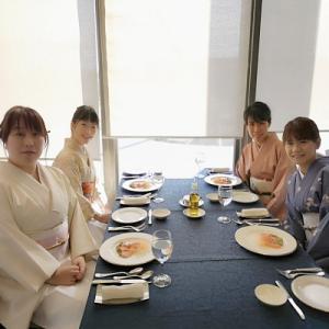 着物で新年会♪ 今年はフレンチでプチ贅沢〜(*´▽`*)