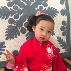 出張着付け。七五三詣りのお母様の訪問着と、3歳女の子の着物を。