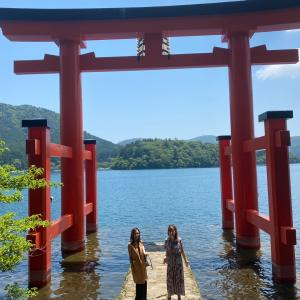 【本日年に2回の大吉日】箱根神社と芦ノ湖湖畔のサロン・ド・テ ロザージュ