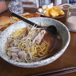 ●肉もやしラーメン made by my husband.