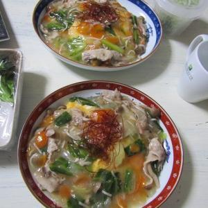 ●野菜あん天津飯ってか、八宝菜オムレツってか、娘chan作お夕飯♪