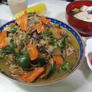 ●肉野菜炒め!... 炒め?煮た? made by my husband.