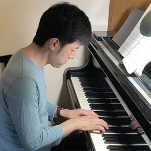 どうしても弾けるようになりたかったピアノ曲を独学で練習している