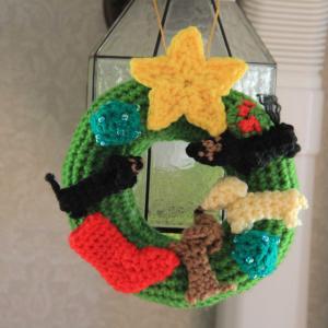 今年も手編みのクリスマスリースを飾ったよ 。.:*.゜☆(●´∀`●)ニコ.゜☆.。.:*.゜