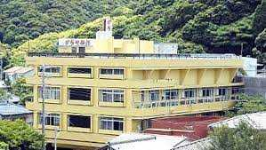 かじや旅館は台風の被害で廃業の危機に…