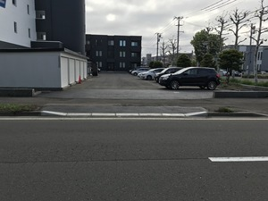 敷地駐車場と出入口の増設完了