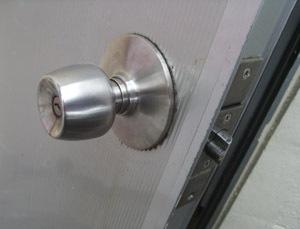 【沖縄市】 補助錠の施工 1ドア2ロック