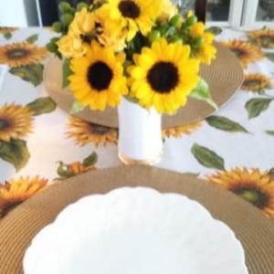 ヒマワリのテーブル