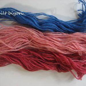紡いだ糸と手織りのマフラー