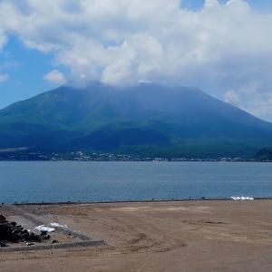 今日、6月22日の錦江湾と桜島*国道10号線沿い駐車場から*梅雨の晴れ間に