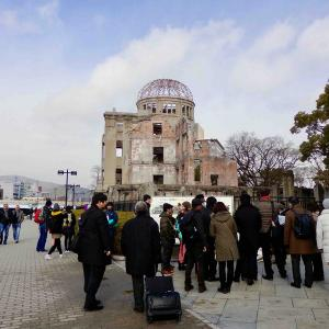 """""""原爆ドームと平和記念公園を訪れ、「広島世界遺産航路」に乗り、カモメたちの歓待を受けました(^"""""""