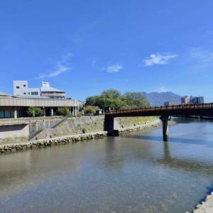 南洲橋からの桜島と甲突川、穏やかに*2020年10月26日