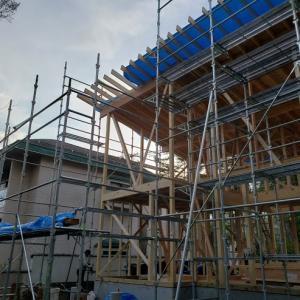 軽井沢にてH様邸新築工事建て方始まりました。