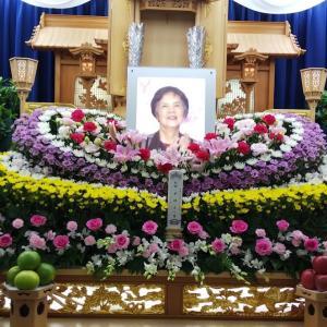 母の葬儀告別式は友人葬