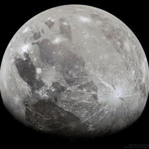 木星探査機ジュノーが捉えた太陽系最大の衛星ガニメデの姿