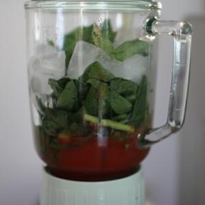 小松菜たっぷりのジュース。今年は冬の間も飲みたいな。