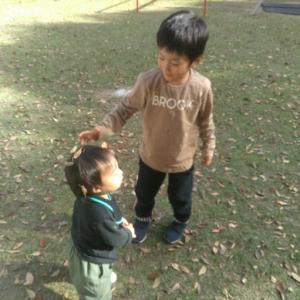 【秋晴れ】公園で託児担当☆孫の予防接種激写♪