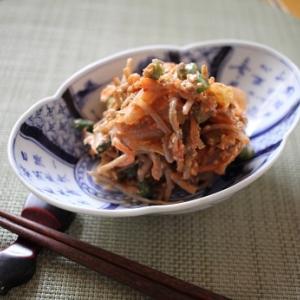 1:1=キムチ:ごぼうサラダで、混ぜるだけ。カンタンでもうまいと思う私。