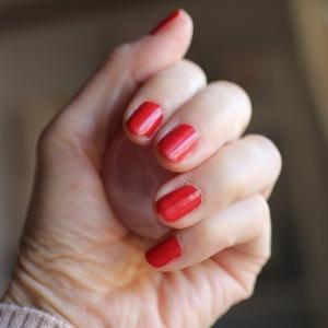 久々に「赤い爪」にしてみたら・・・。モノの循環について。