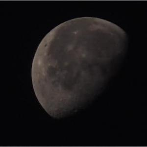 2019年11月18日,有明の月