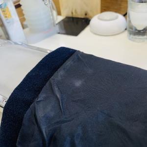 汗や擦れが集中するお洋服の袖口部分の生地や裏地の色は黄色くなったり薄くなったりと非常に変化します