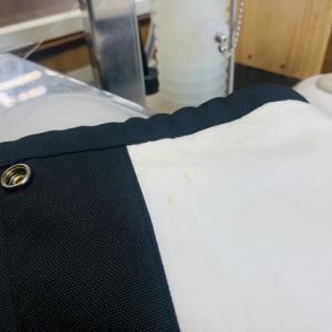 裏地が白や生成りの綿生地で出来ているお洋服の場合はたまにシミのチェックを致しましょう