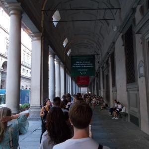イタリア、フィレンツェ、ウッフィツィ美術館へ無料で入る。