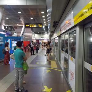 イタリア、ミラノ、ミラノ中央駅からサン・シーロ駅へ向かう。