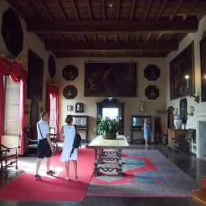 イタリア、スイスにまたがるマッジョーレ湖に浮かぶマードレ島の館に入ってみる。