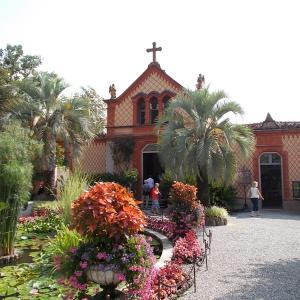 イタリア、スイスにまたがるマッジョーレ湖に浮かぶマードレ島の館の庭を見た後、ベッラ島へ向かう。