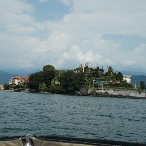 イタリア、スイスにまたがるマッジョーレ湖に浮かぶベッラ島へ行ってみる。