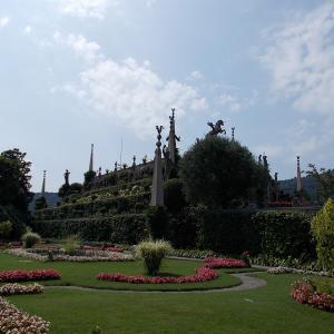 イタリア、マッジョーレ湖のベッラ島の宮殿の庭園の一番奥に到着。