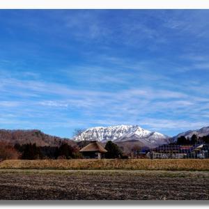 青と白のキリン峠