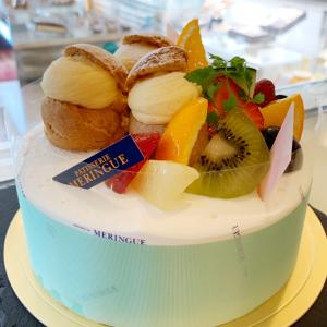プチシューとフルーツがカワイイ♬記念日に特別なデコレーションケーキ
