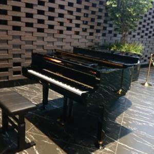 新宿住友ビルの三角広場(東京 新宿)でのストリートピアノはとてもオススメ!
