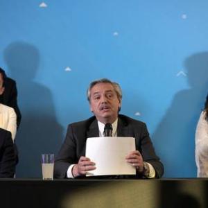 アルベルト・フェルナンデス次期大統領、閣僚名簿を発表する(12月7日)