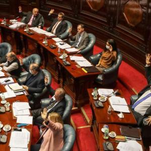 ウルグアイ議会、反動法案を採択(7月9日)