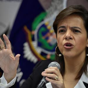 エクアドル首相、議会によって解任される(11月26日)