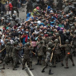 グアテマラ警察、ホンジュラス移民を暴力的弾圧(1月18日)