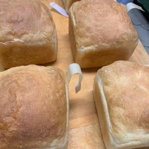 山型食パン、ティーロール