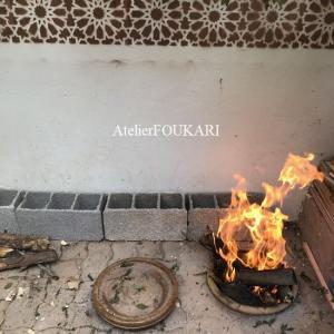 庭でする焚火モロッコ料理とニラ